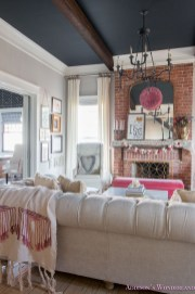 Romantic Living Room Decor With Valentine Themes 30
