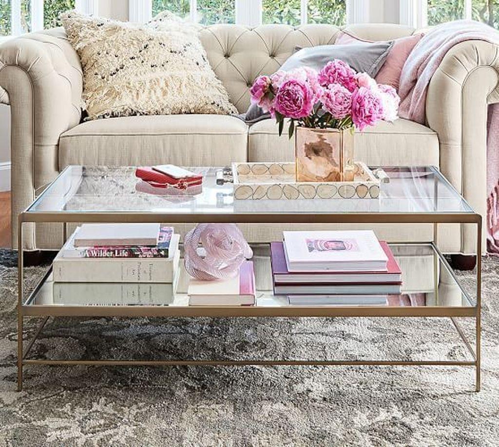 Romantic Living Room Decor With Valentine Themes 36