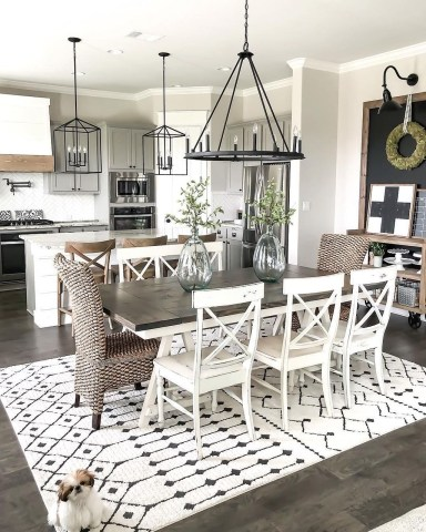 Stunning Farmhouse Dining Room Decoration Ideas 39