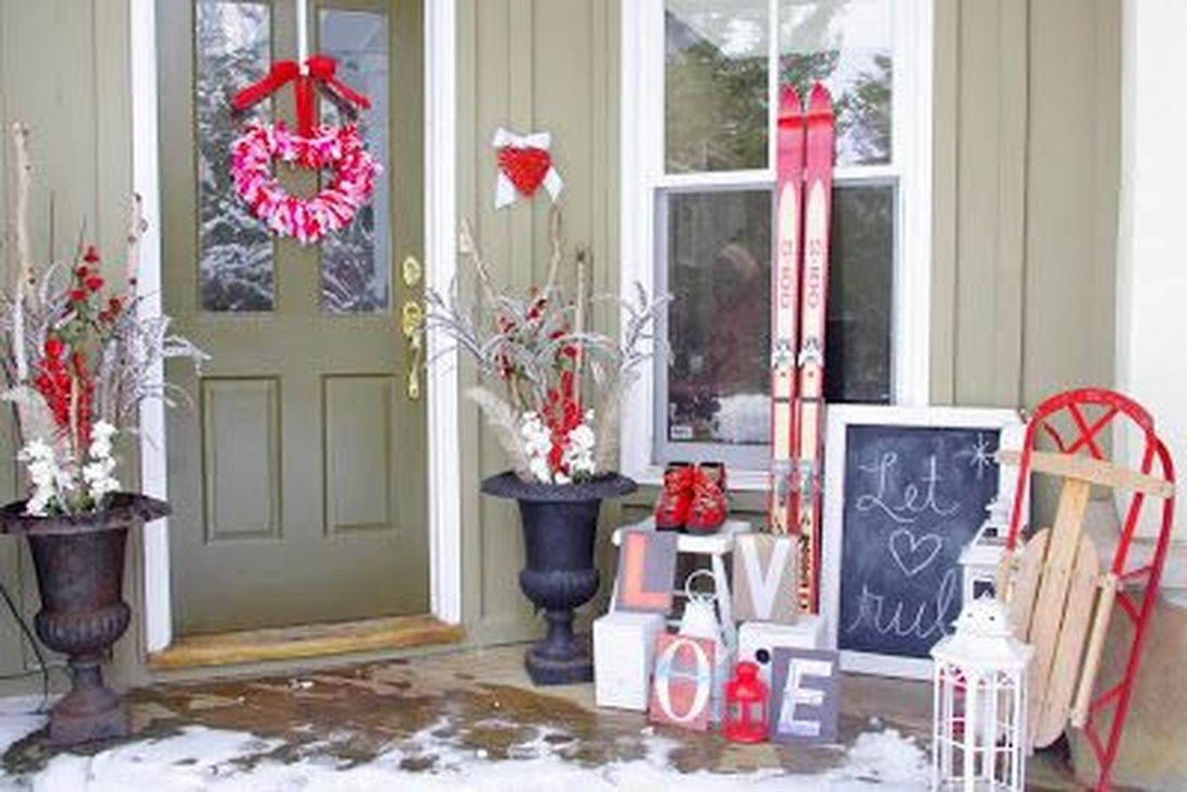 Stunning Valentines Day Front Porch Decor Ideas 02