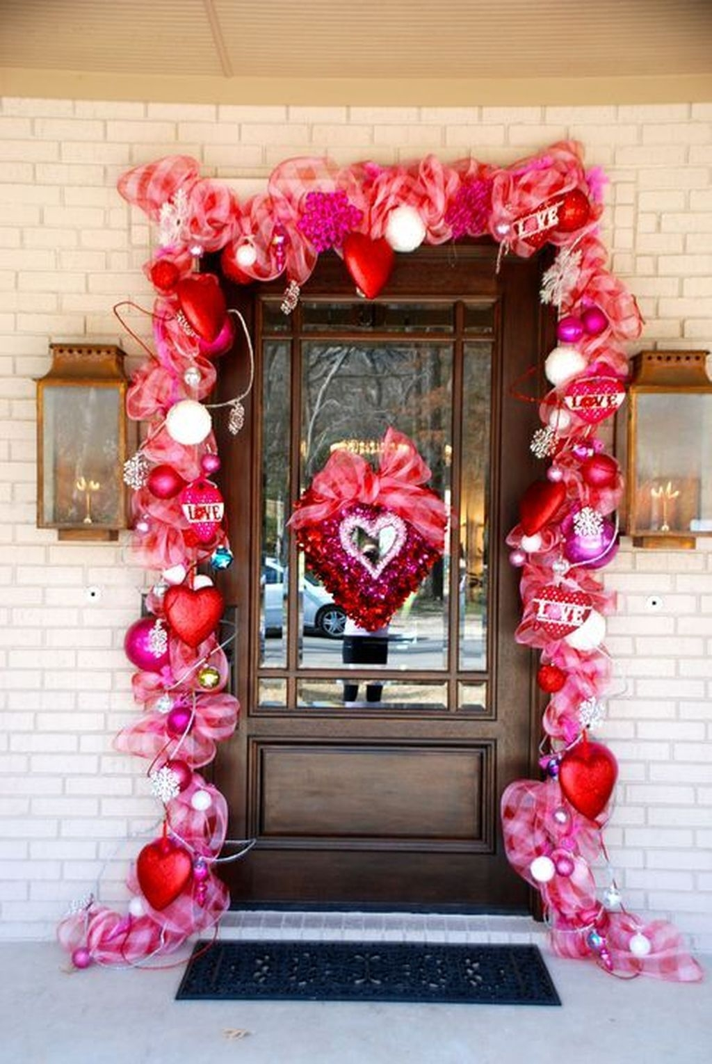 Stunning Valentines Day Front Porch Decor Ideas 04