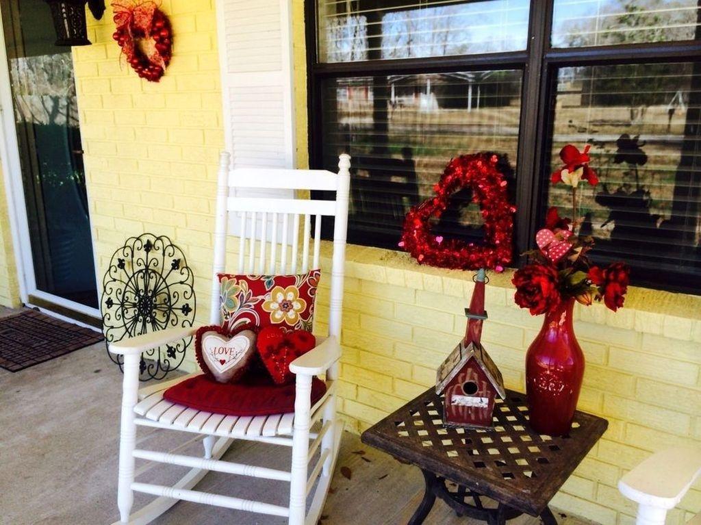 Stunning Valentines Day Front Porch Decor Ideas 05