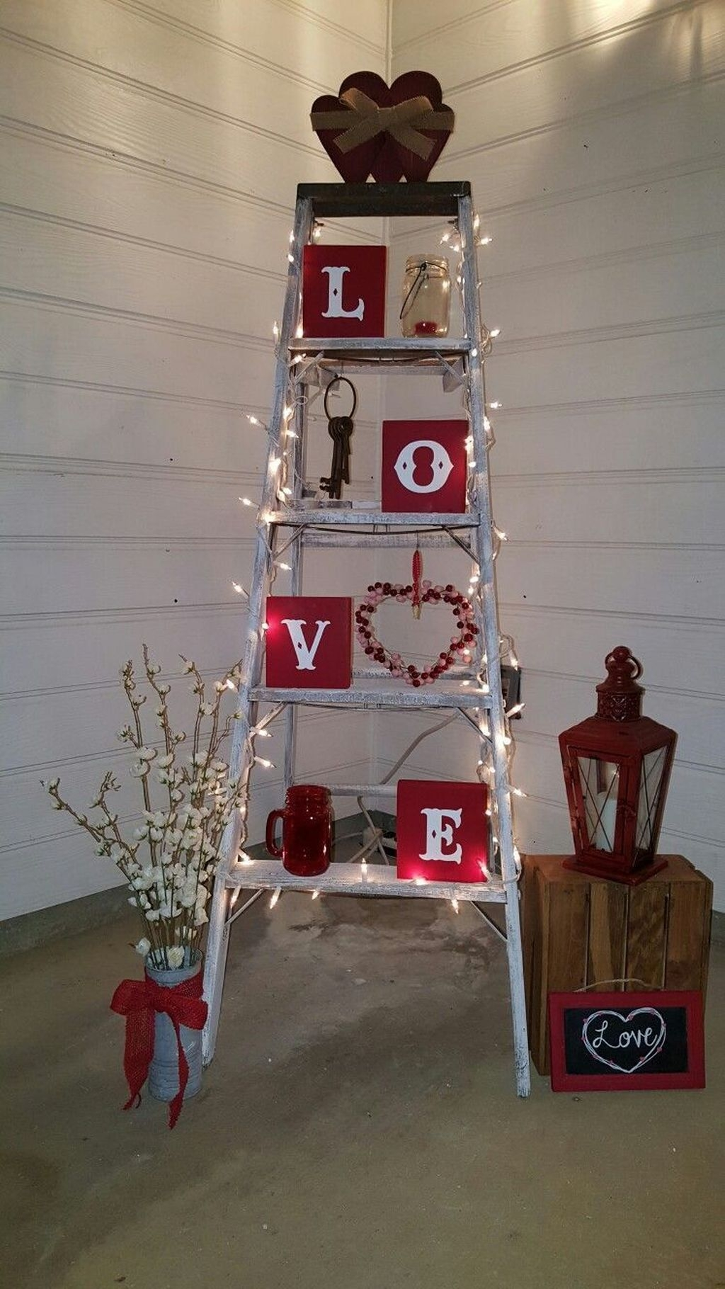 Stunning Valentines Day Front Porch Decor Ideas 06