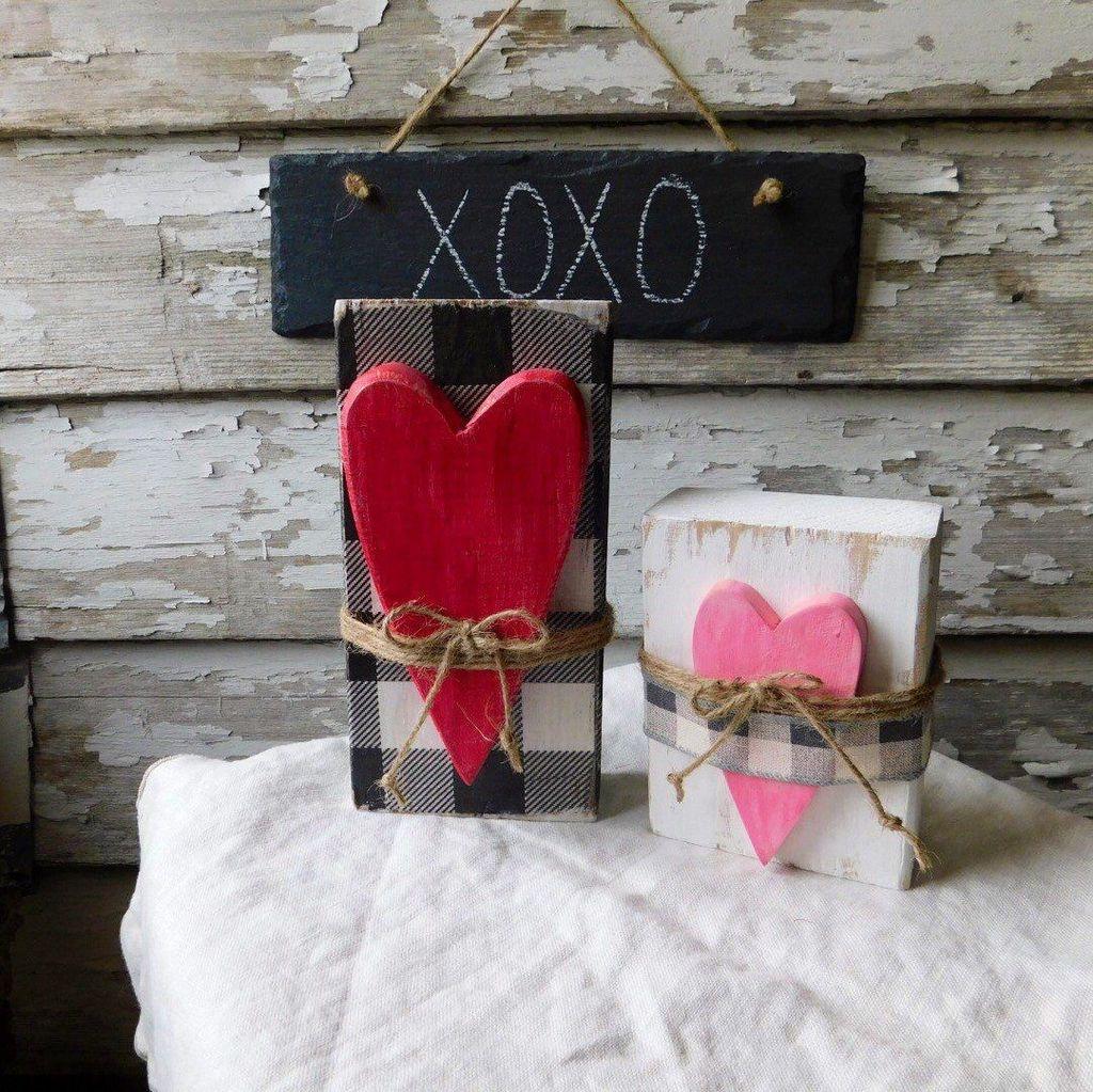 Stunning Valentines Day Front Porch Decor Ideas 08