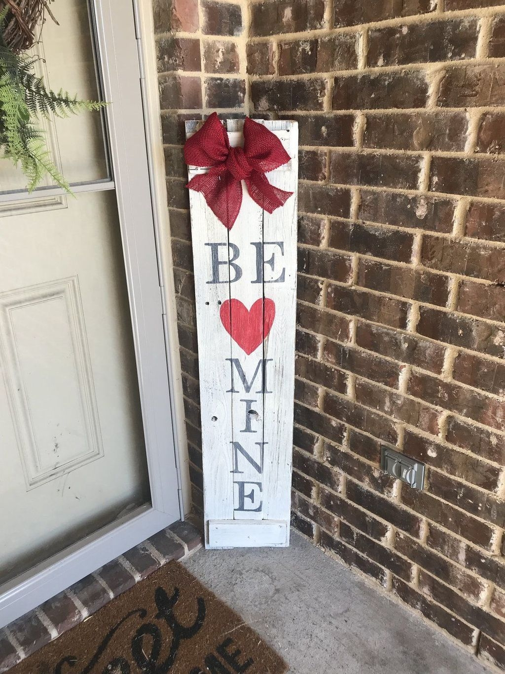 Stunning Valentines Day Front Porch Decor Ideas 23