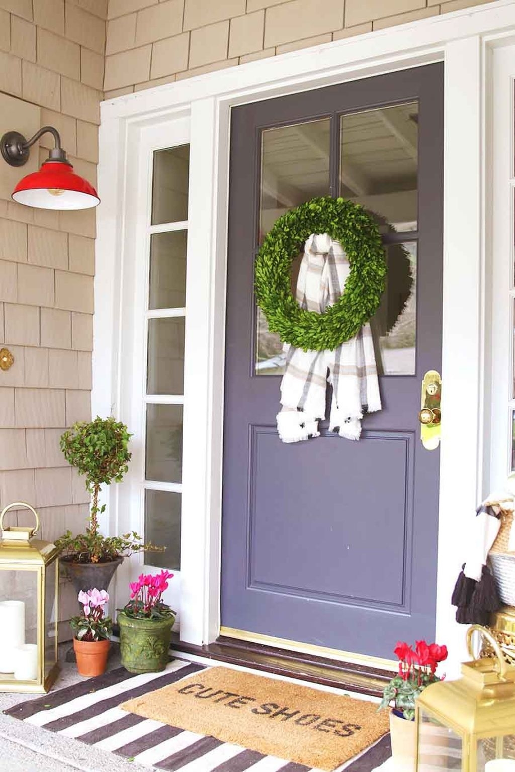 Stunning Valentines Day Front Porch Decor Ideas 28