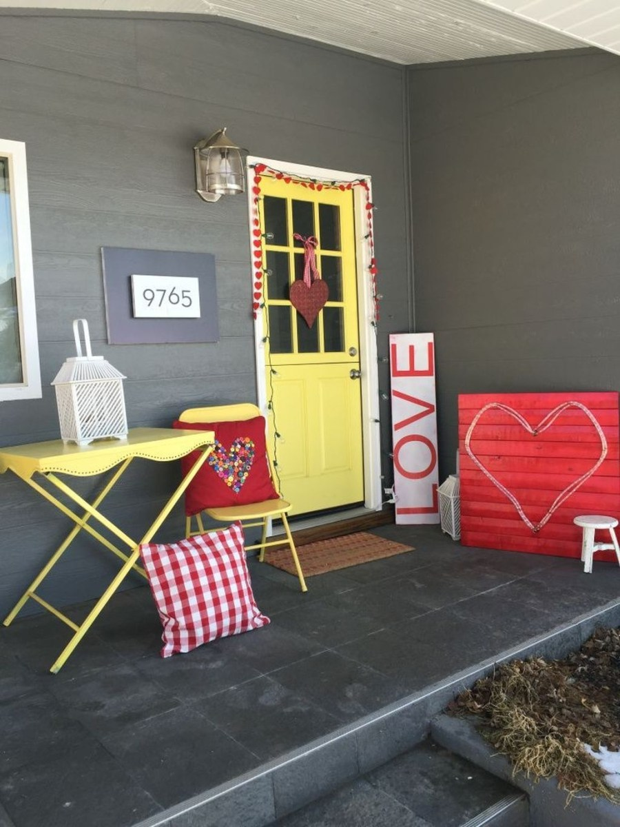Stunning Valentines Day Front Porch Decor Ideas 30