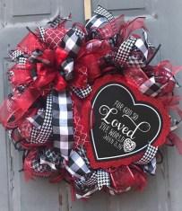Stunning Valentines Day Front Porch Decor Ideas 35