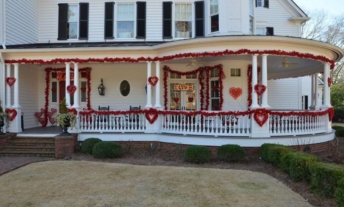 Stunning Valentines Day Front Porch Decor Ideas 37