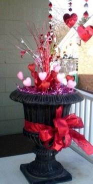 Stunning Valentines Day Front Porch Decor Ideas 39