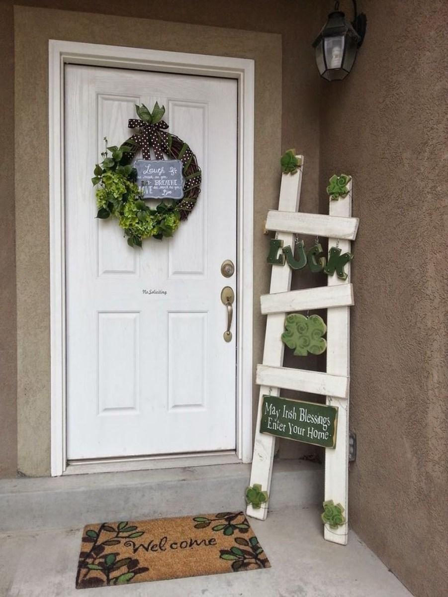 Stunning Valentines Day Front Porch Decor Ideas 41