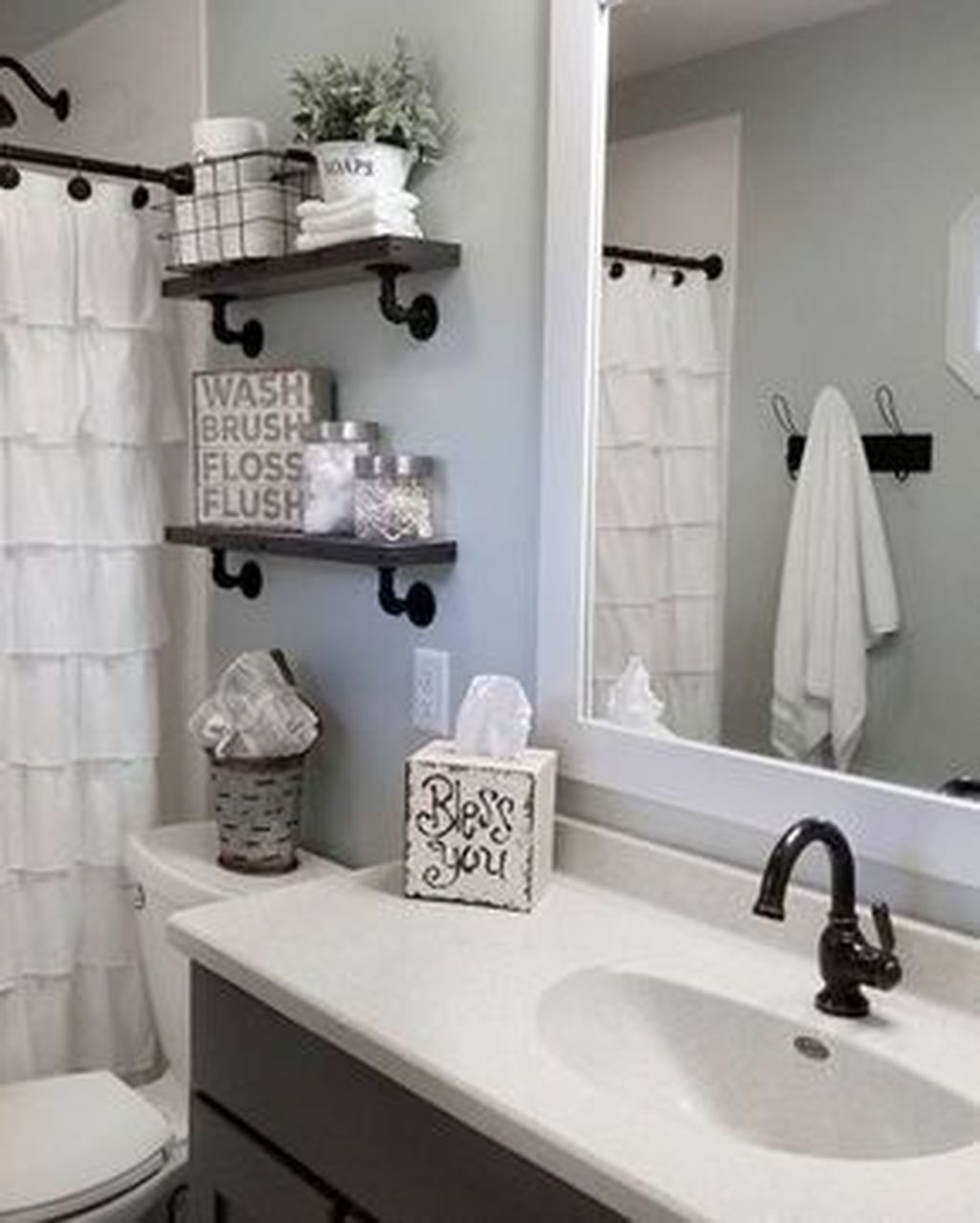 Totally Adorable Small Bathroom Decor Ideas 42