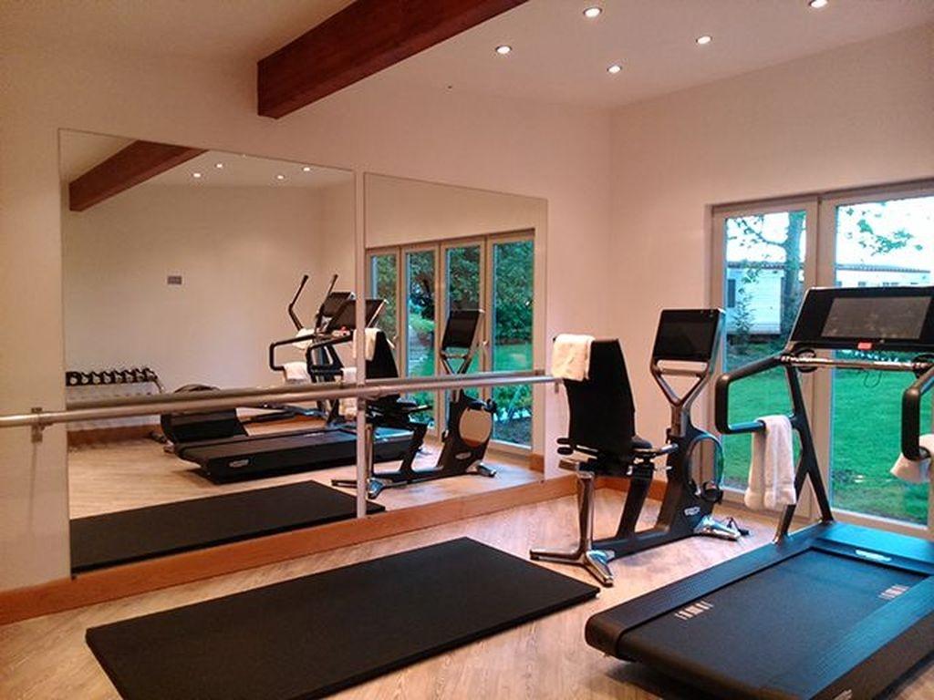 Amazing Home Gym Room Design Ideas 13