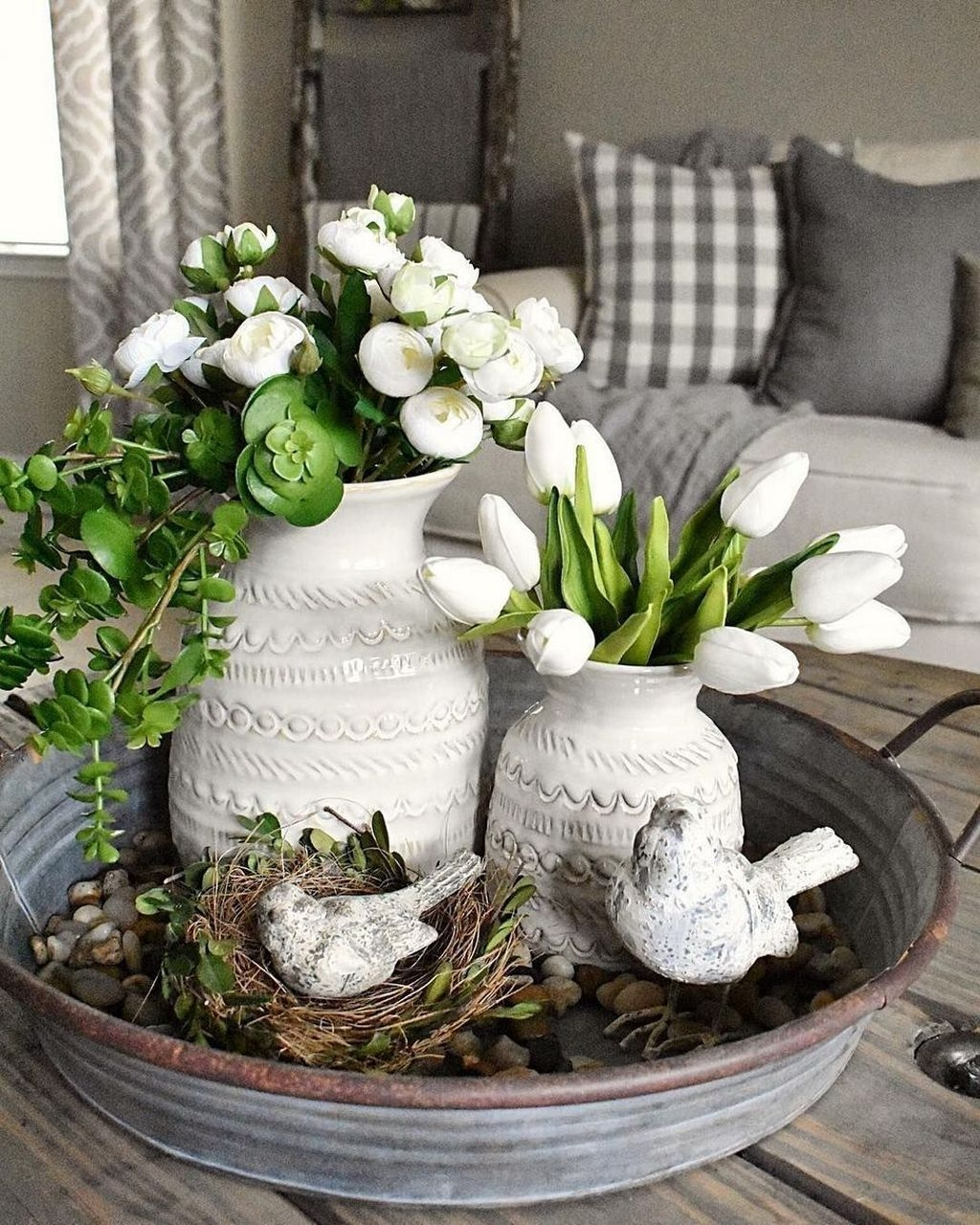 Lovely Easter Living Room Decor Ideas 46