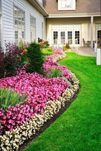 Lovely Small Flower Gardens And Plants Ideas For Your Front Yard 17