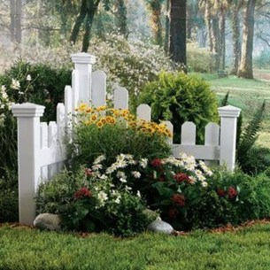 Lovely Small Flower Gardens And Plants Ideas For Your Front Yard 18