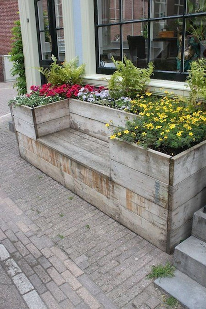 Lovely Small Flower Gardens And Plants Ideas For Your Front Yard 39