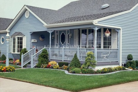 Lovely Small Flower Gardens And Plants Ideas For Your Front Yard 41