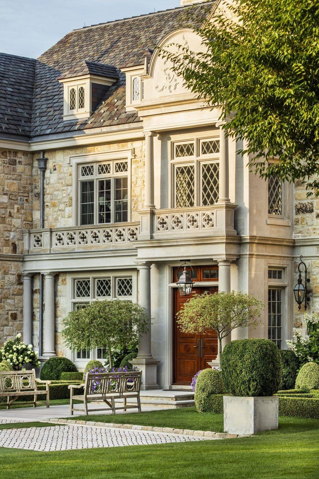 Stylish French Country Exterior For Your Home Design Inspiration 41