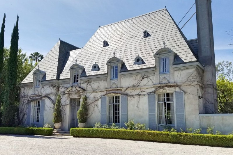 Stylish French Country Exterior For Your Home Design Inspiration 42