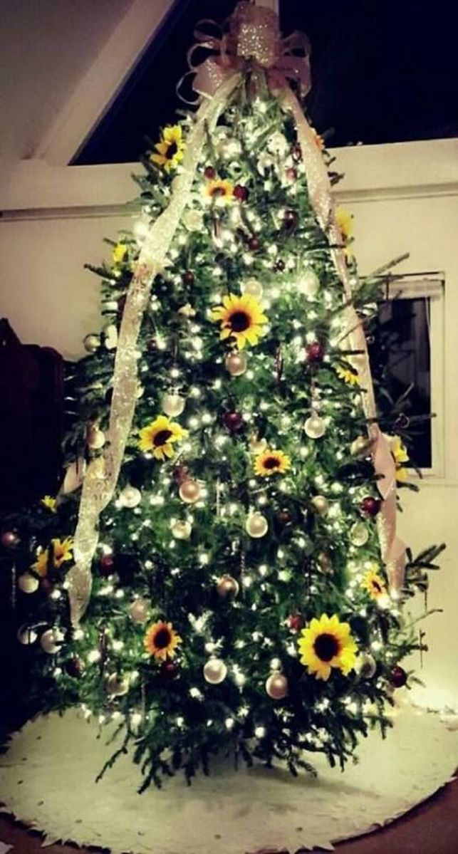 Amazing Christmas Lights Tree Decoration Ideas 41