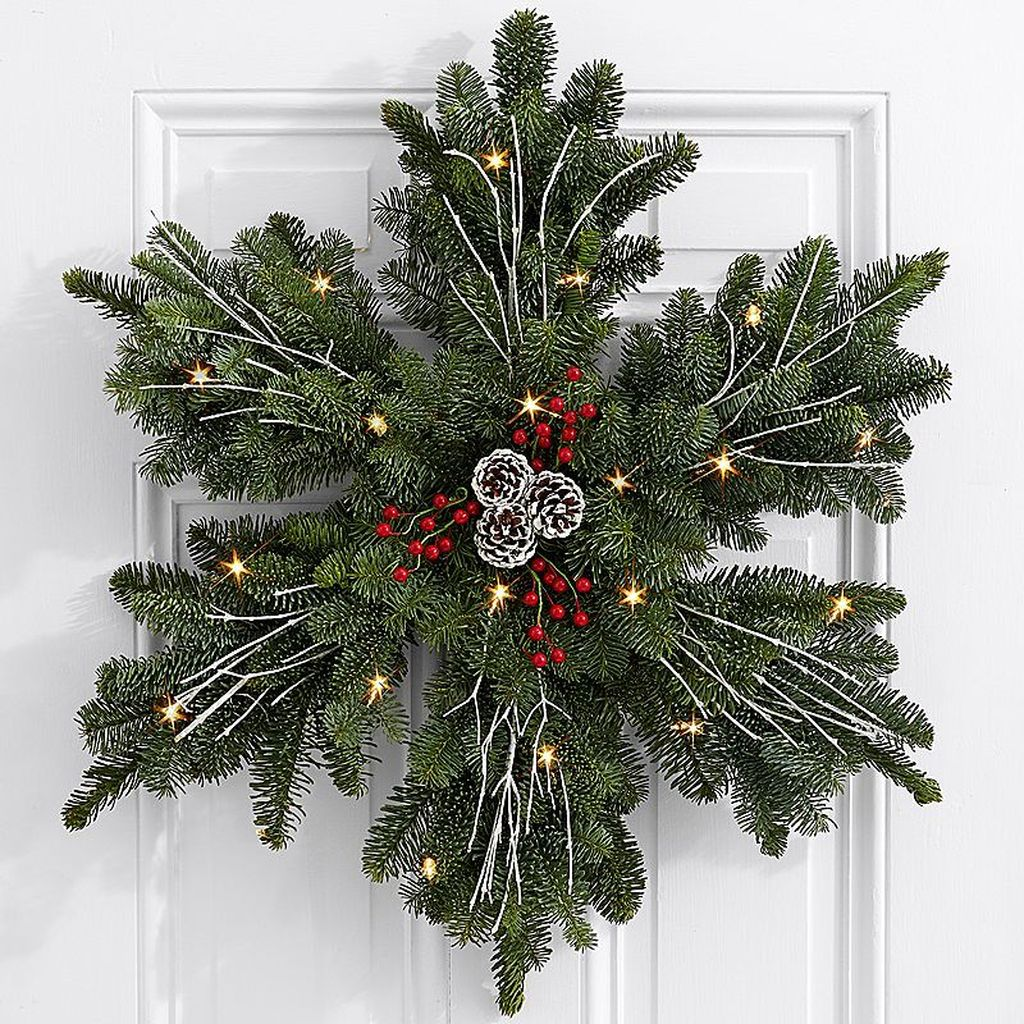 Beautiful Christmas Wreaths Decor Ideas You Should Copy Now 07