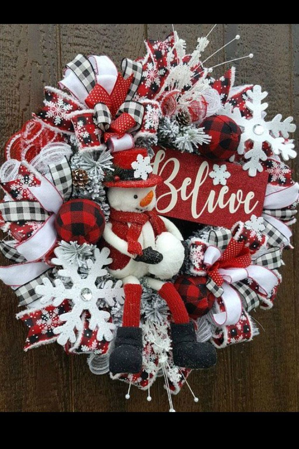 Beautiful Christmas Wreaths Decor Ideas You Should Copy Now 13