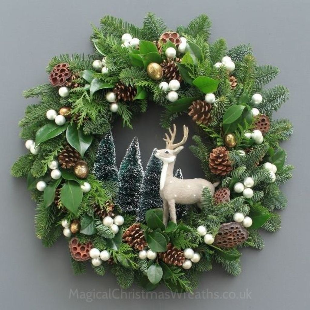 Beautiful Christmas Wreaths Decor Ideas You Should Copy Now 20