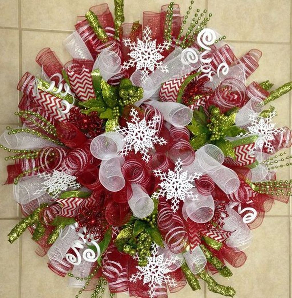 Beautiful Christmas Wreaths Decor Ideas You Should Copy Now 38