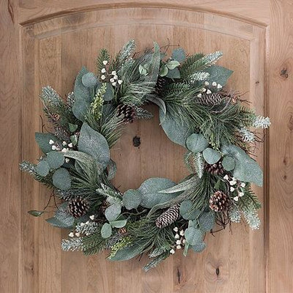 Beautiful Winter Wreaths Design Ideas 10
