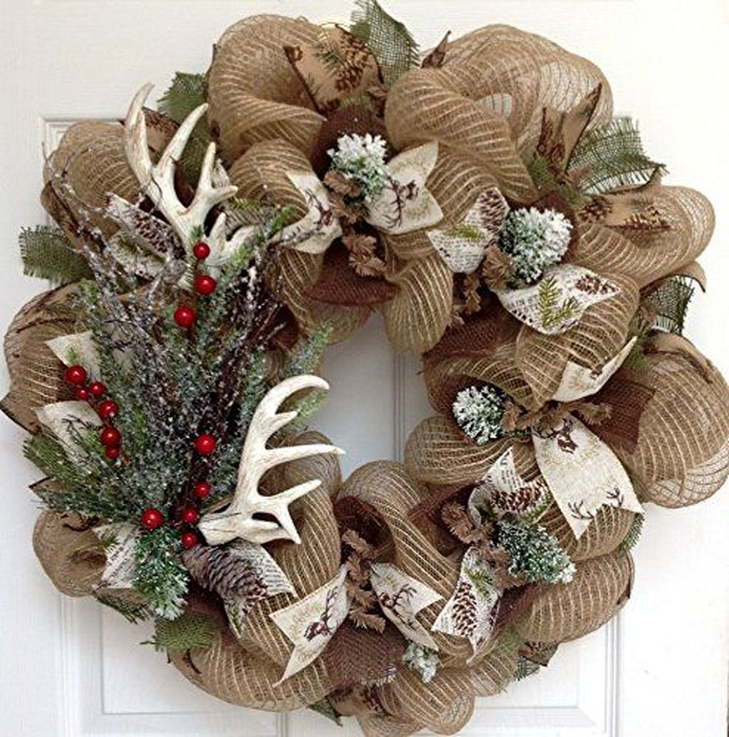 Beautiful Winter Wreaths Design Ideas 16