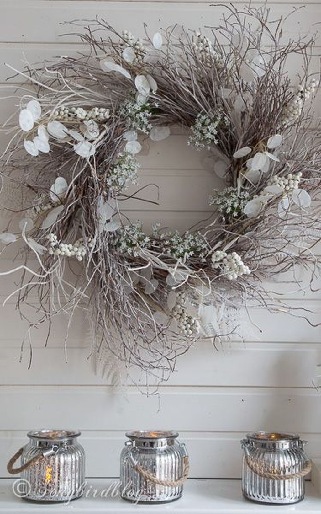 Beautiful Winter Wreaths Design Ideas 17