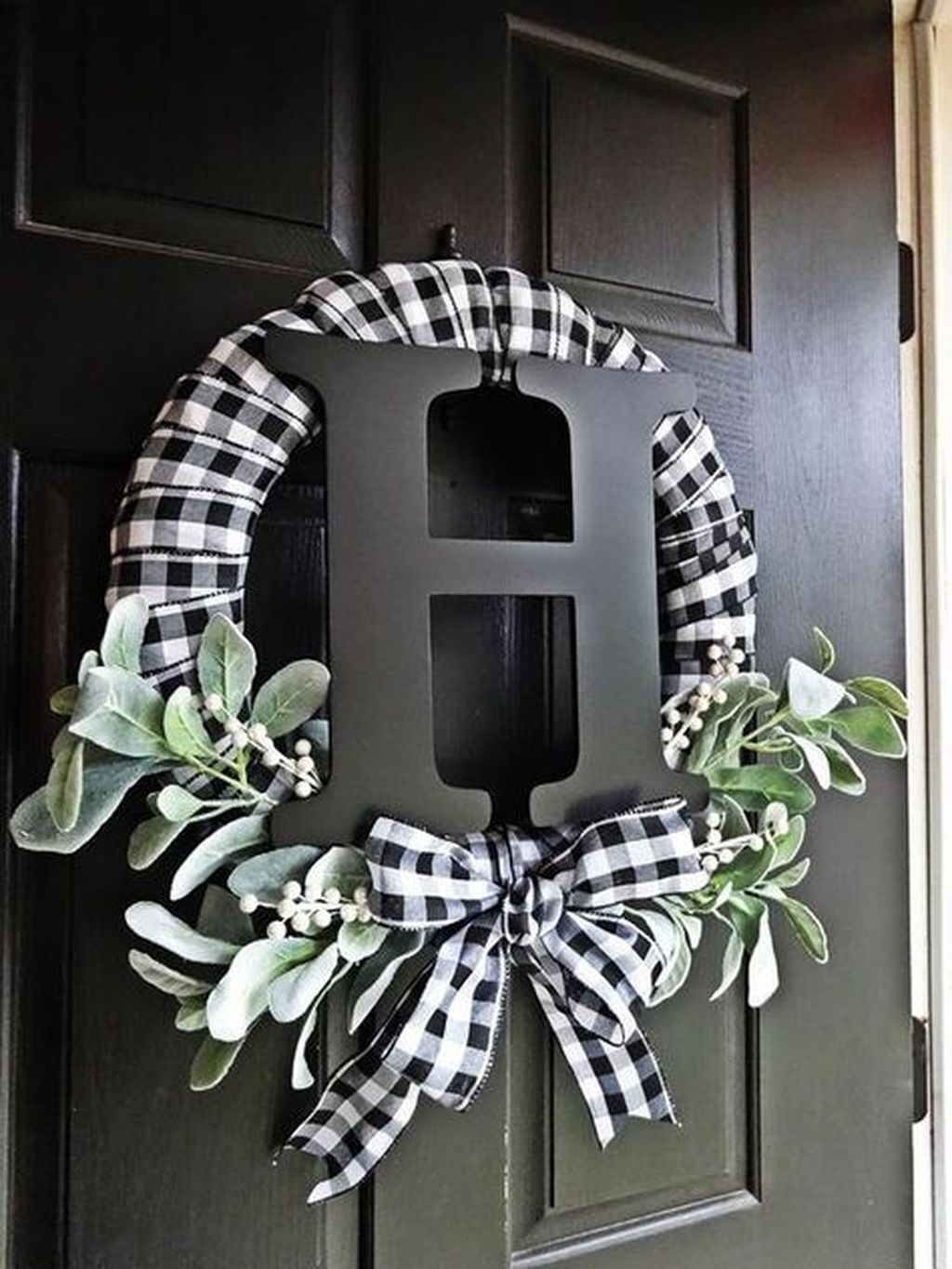 Beautiful Winter Wreaths Design Ideas 20