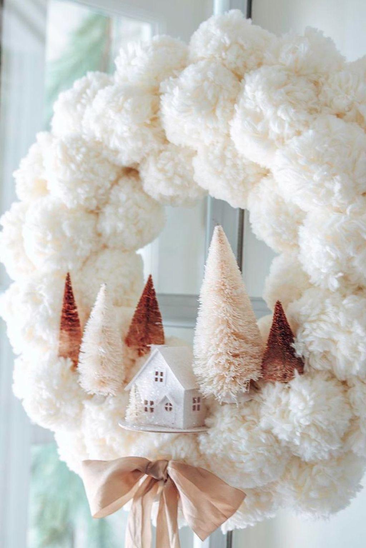 Beautiful Winter Wreaths Design Ideas 27