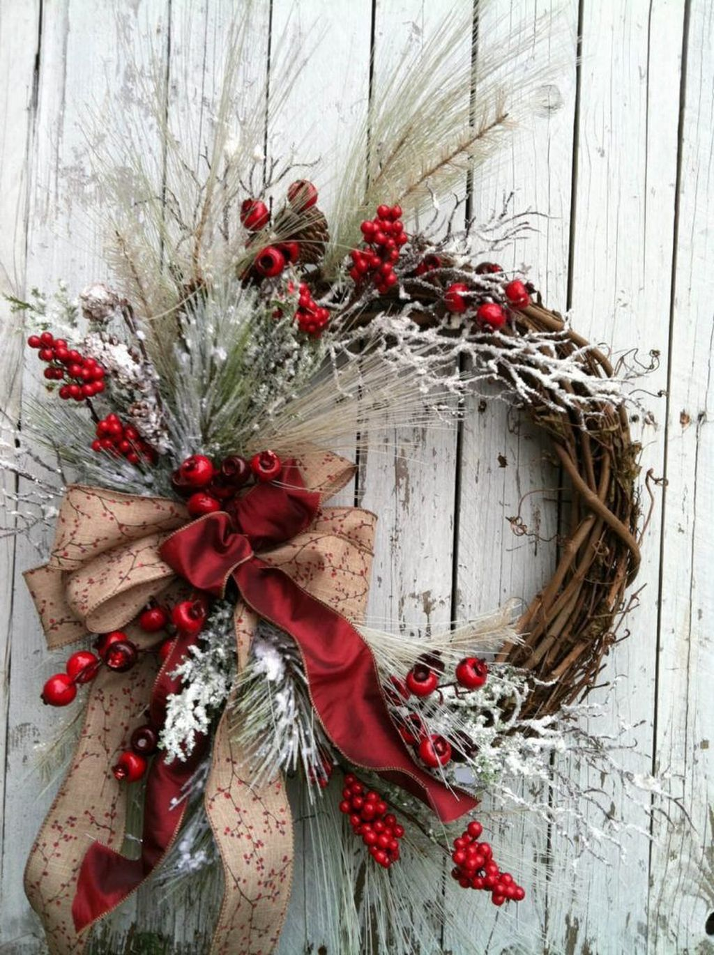 Beautiful Winter Wreaths Design Ideas 32