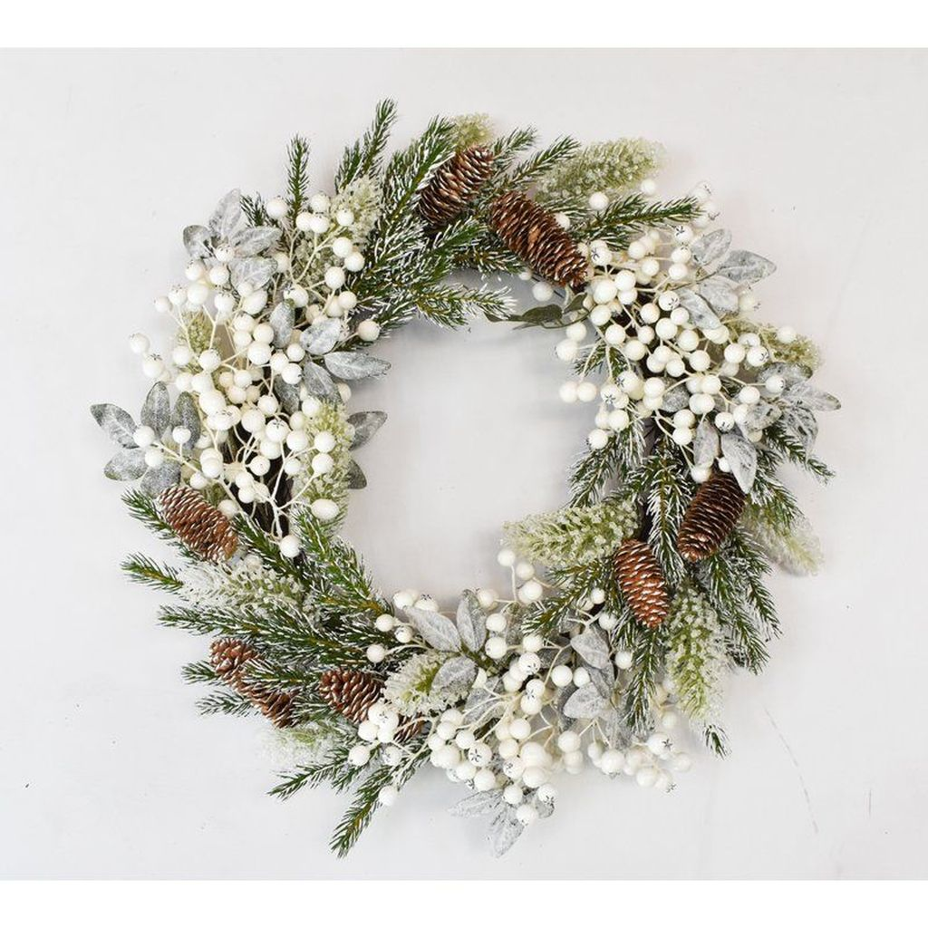 Beautiful Winter Wreaths Design Ideas 37
