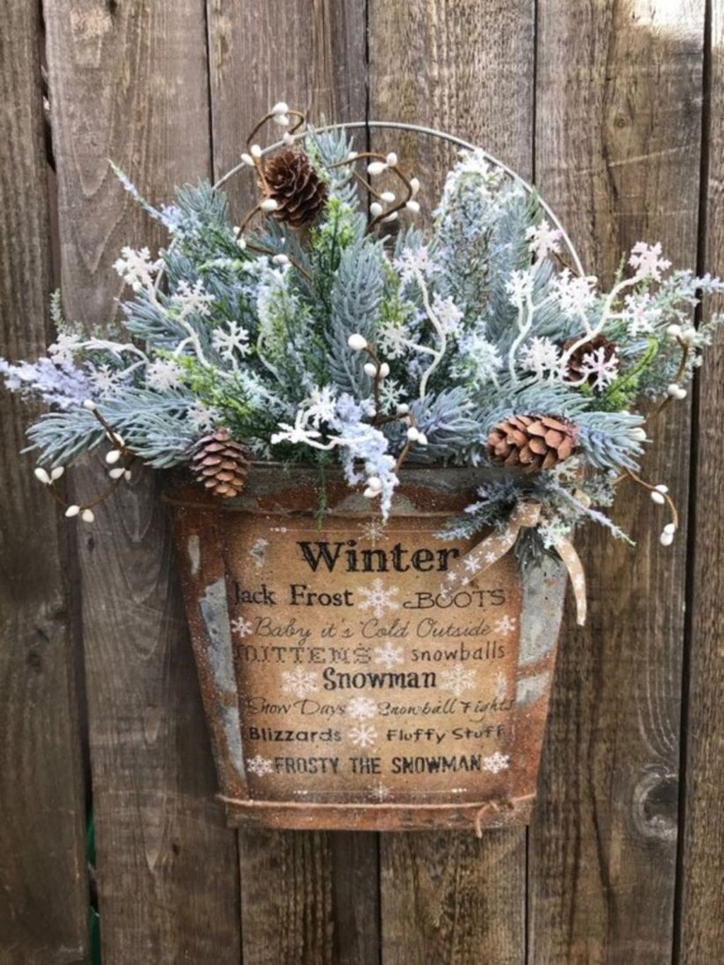 Beautiful Winter Wreaths Design Ideas 39