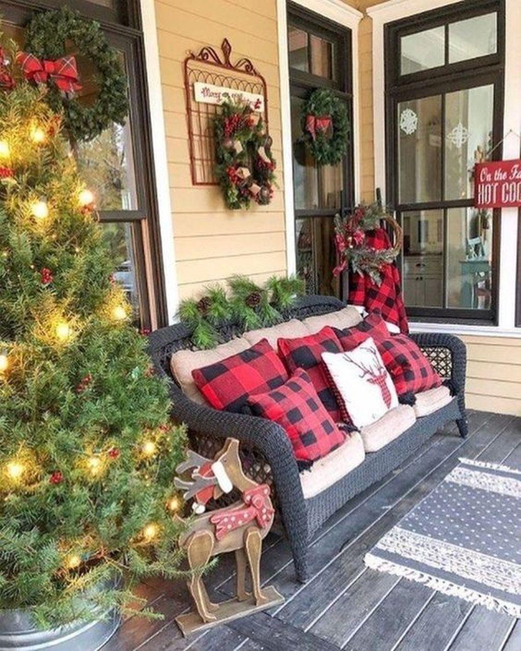 Fabulous Christmas Patio Decor Ideas 06