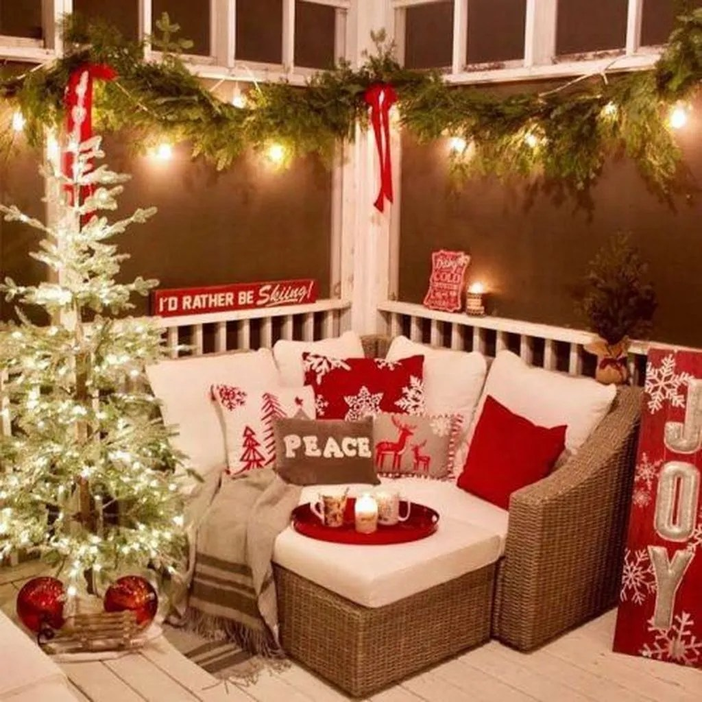 Fabulous Christmas Patio Decor Ideas 12