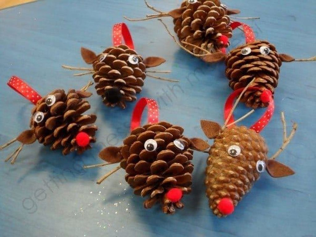 Fabulous Christmas Pine Cone Decorations 13