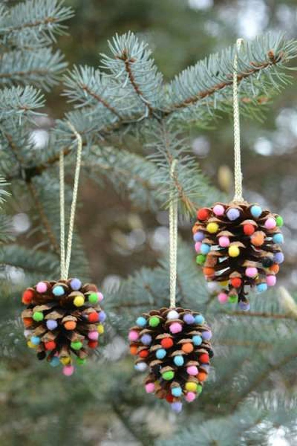 Fabulous Christmas Pine Cone Decorations 32