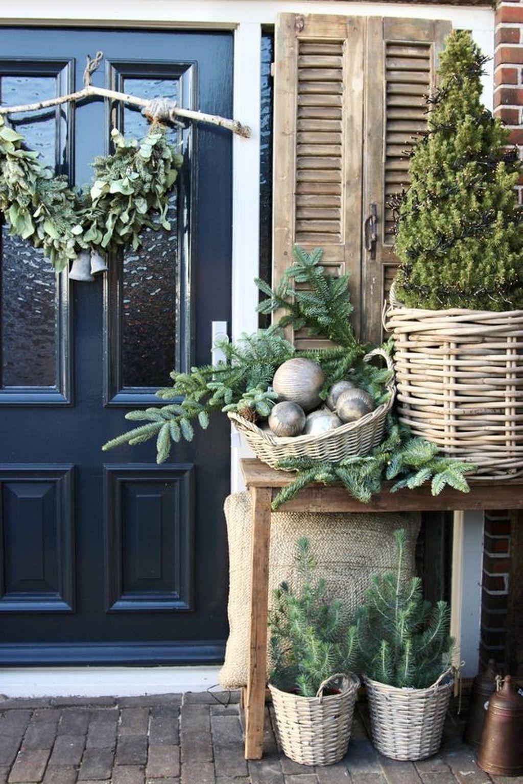 Gorgeous Winter Porch Decor Ideas 02