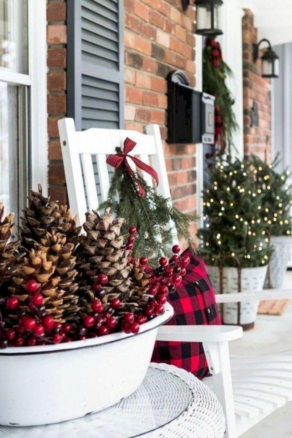 Gorgeous Winter Porch Decor Ideas 13