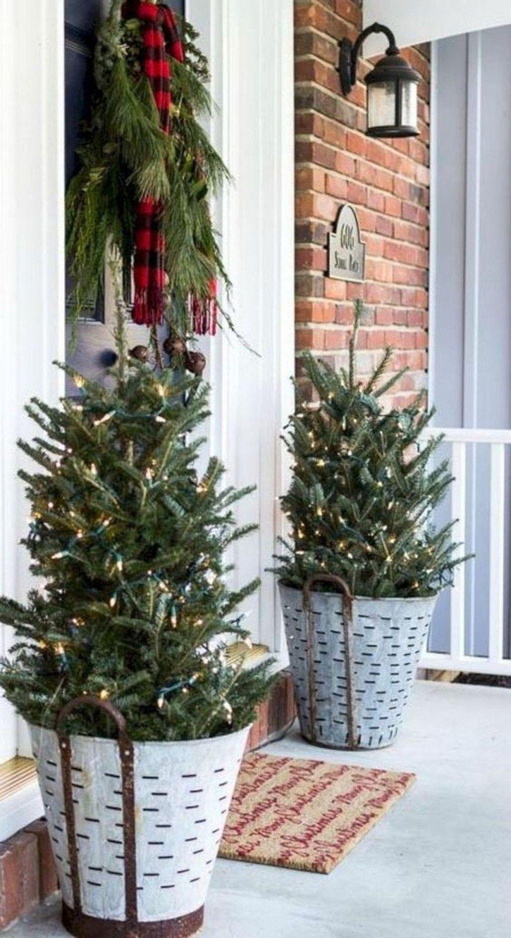 Gorgeous Winter Porch Decor Ideas 31
