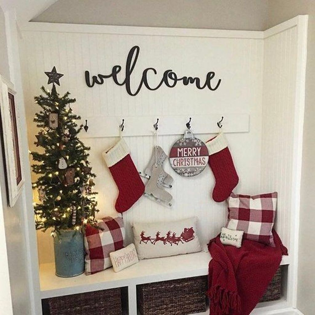 Lovely Christmas Wall Decor Ideas For Your Homes 02