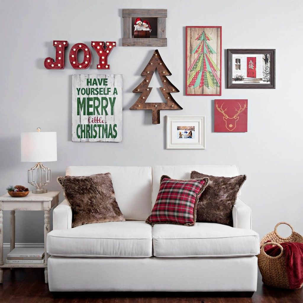 Lovely Christmas Wall Decor Ideas For Your Homes 21