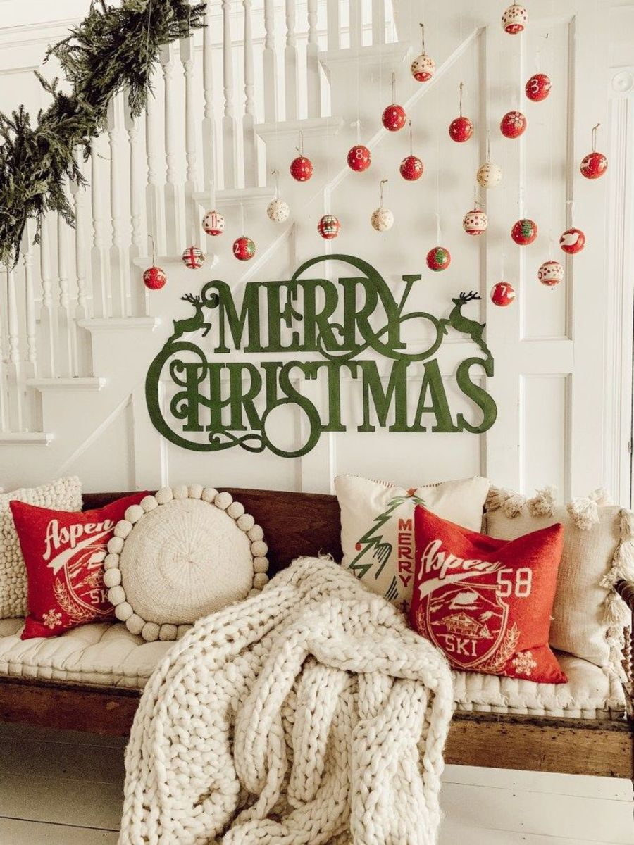 Lovely Christmas Wall Decor Ideas For Your Homes 26
