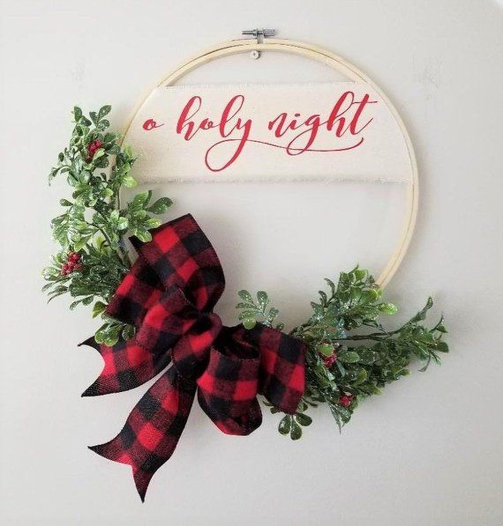 Lovely Christmas Wall Decor Ideas For Your Homes 30
