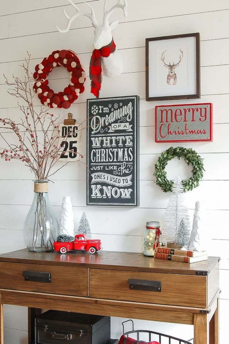 Lovely Christmas Wall Decor Ideas For Your Homes 31
