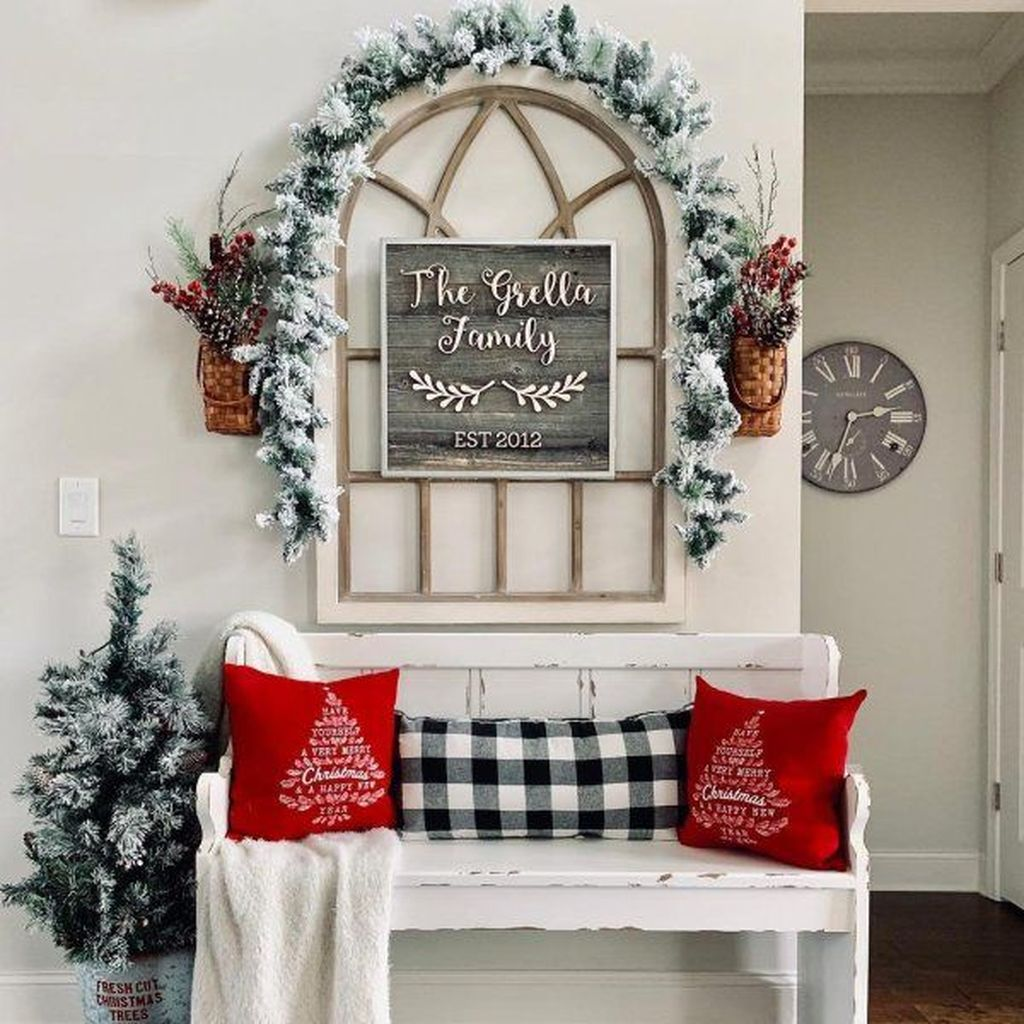 Lovely Christmas Wall Decor Ideas For Your Homes 36